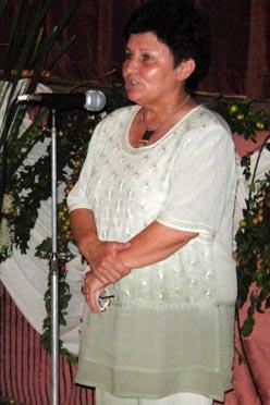 Szenczi Sándorné elmondja megnyitóját, köszönti a vendégeket